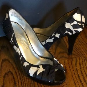 Formal Black and White Heels from David's Bridal 6